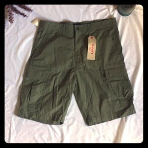 Levi's Carrier Cargo Shorts NWT 33